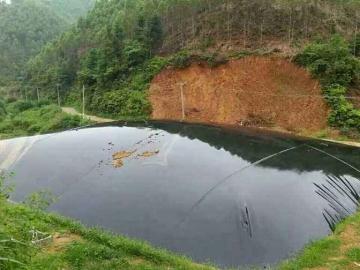 鱼塘防渗土工膜施工方法?养殖用土工膜用多厚的?