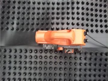 疏水板的安装施工_塑料凹凸排水板铺设时要平整自然顺坡或依水流向铺设