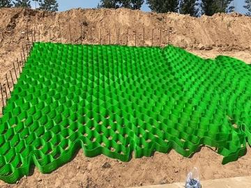 蜂巢土工格室用于路基、地基的增强,以及河道、公路旁边坡的护坡