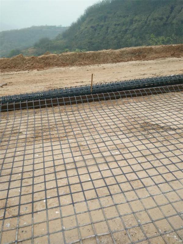 水泥路面施工使用哪种土工格栅?钢塑土工格栅