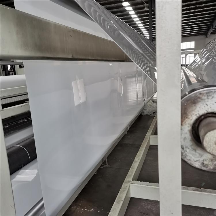 养殖hdpe土工膜多少钱?养殖黄鳝的土工膜好还是水泥好?